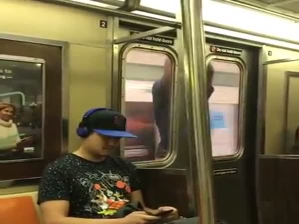 Commuter Captures Man Outside The Doors Of A Subway Train In New York