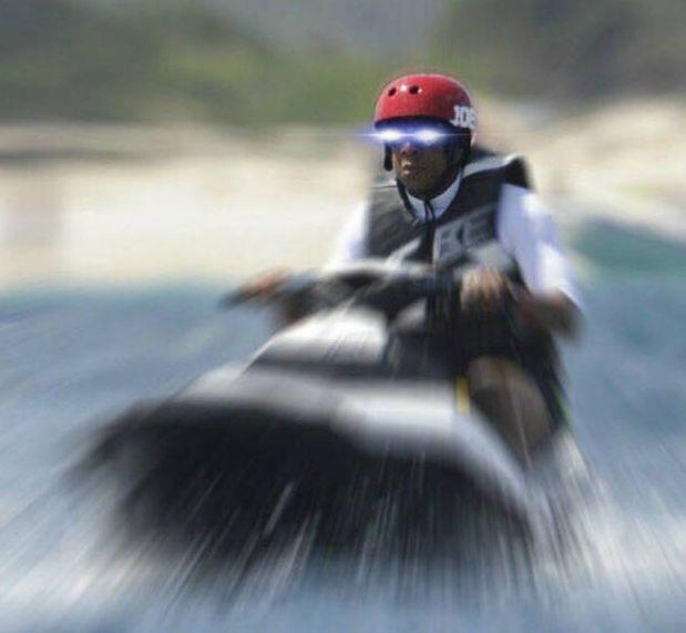 Jay-Z On A Jet-Ski Meme (37 pics)