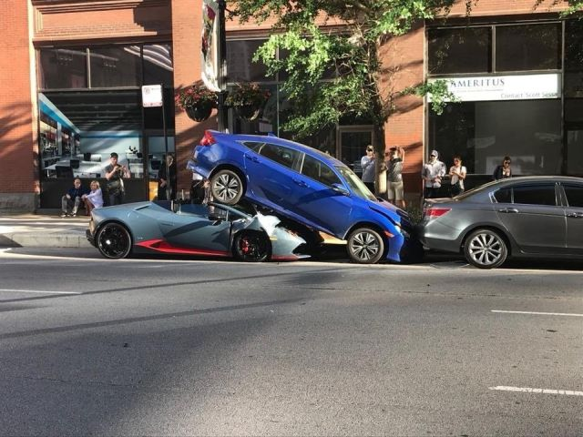 Lamborghini Beneath A Honda Civic (4 pics)