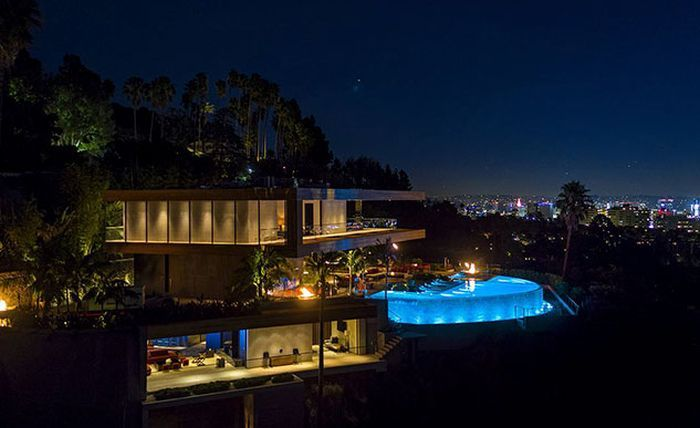 Inside A $38 Million Hollywood Hills Mansion (41 pics)