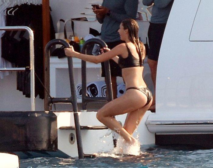 Stallone's Daughters In Bikinis (11 pics)