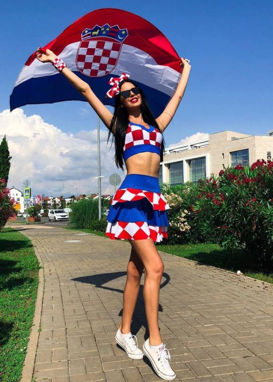 Hot Croatian Cheerleader Ivana Knöll (20 pics)
