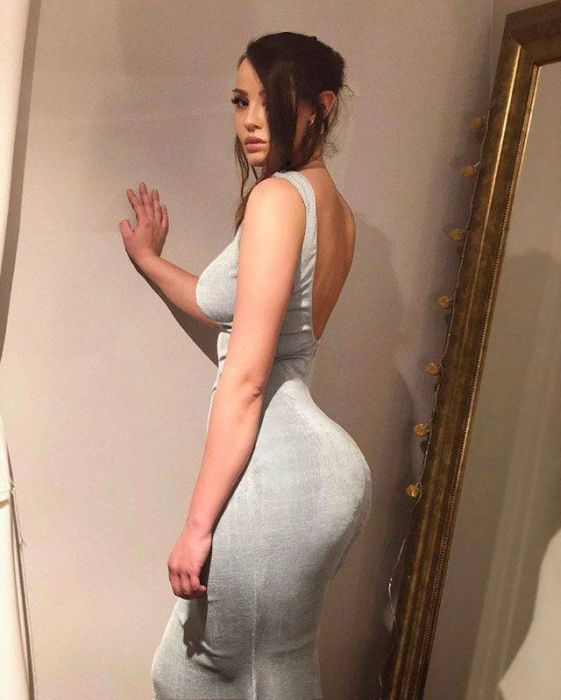Girls In Tight Dresses (37 pics)