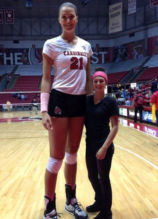 Very Tall Women 23 Pics-6361