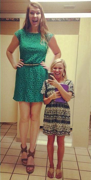 Very Tall Women 23 Pics-9294