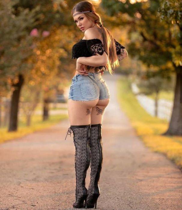 Girls In Very Short Shorts 36 Pics-4267