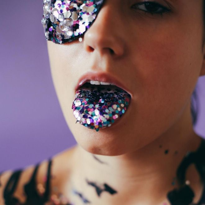 Licking Glitter Is A New Trend (19 pics)