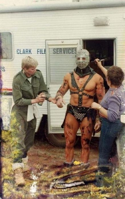 Awesome Behind The Scenes Photos (21 pics)