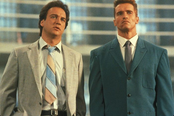 Arnold Schwarzenegger And James Belushi Then And Now (2 pics)