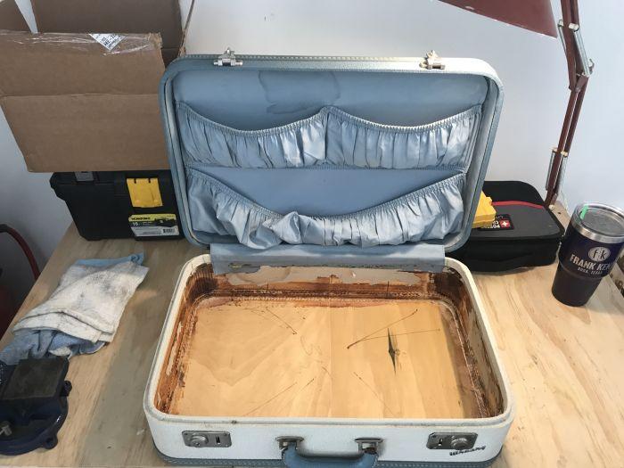 Boombox Suitcase (14 pics)
