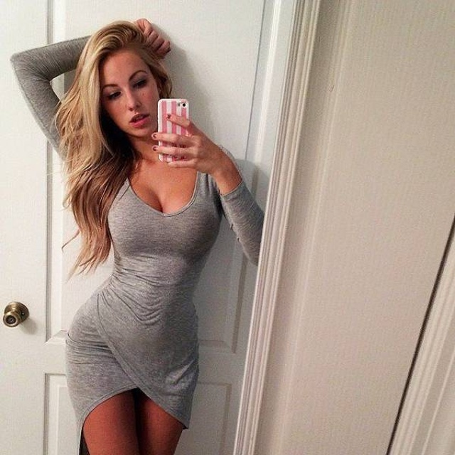 Girls In Tight Dresses (43 pics)