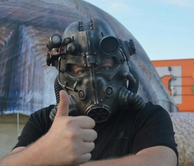 DIY Fallout Helmet T45D (8 pics)