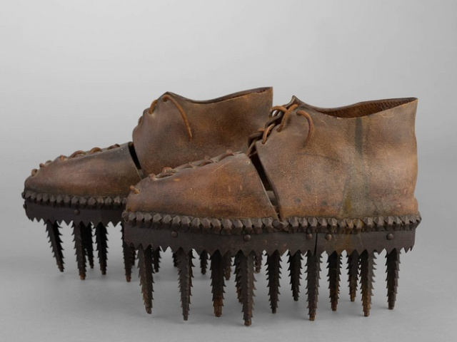 "Shoes Called ""Soles"" Were Used To Peel The Chestnuts (6 pics)"