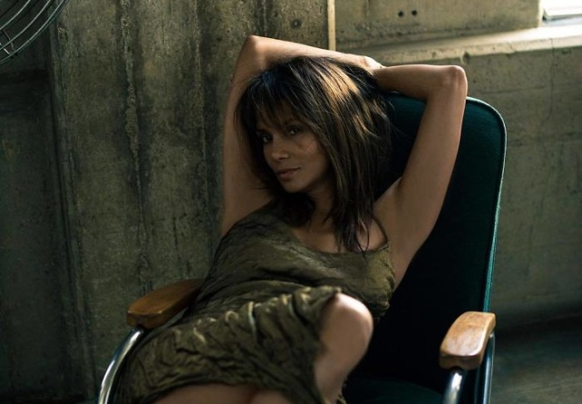 Halle Berry Looks Great And She Is Only 52 Years Old (20 pics)