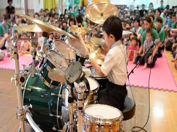 6-Year-Old Japanese Kid Torataro Kills It On The Drums