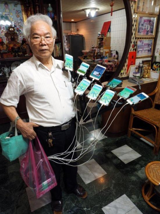 Taiwanese Grandpa On Pokémon Hunt (6 pics)