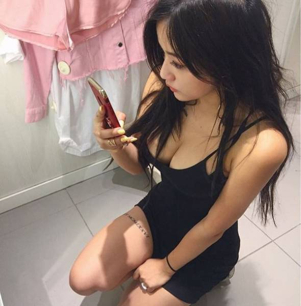 Hot Asian Girls (33 pics)