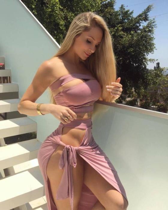 Girls In Tight Dresses (50 pics)