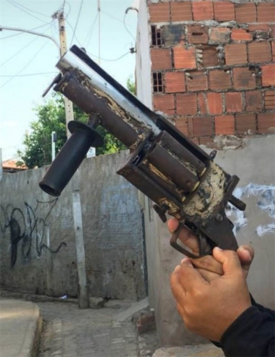 It's A Very Big Gun (3 pics)