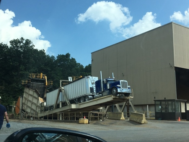 How To Unload A Truck (4 pics)
