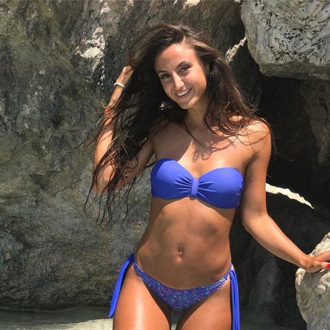 Very Hot Bikini Girls (50 pics)