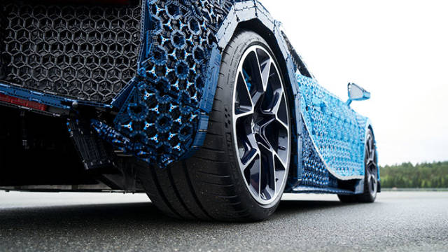 A Full-Size LEGO Bugatti Chiron That Really Drives (16 pics)