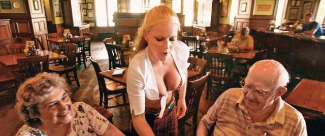 Very Hot Waitresses (55 pics)