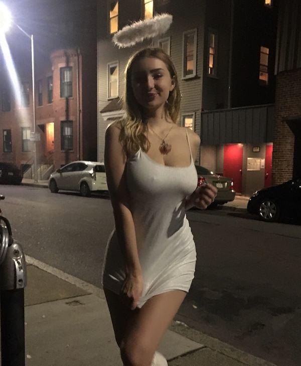 Girls Who Don't Wear Bras (24 pics)