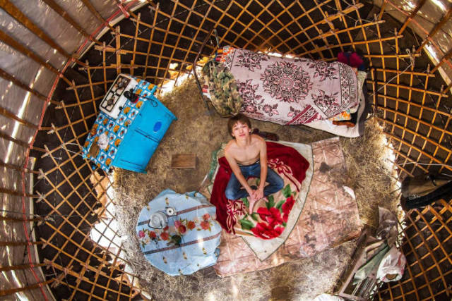 Bedrooms Of  Millenials Around The World (19 pics)