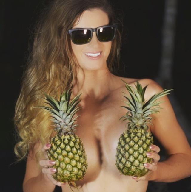 Summer Trend: Pineapple Boobs (25 pics)