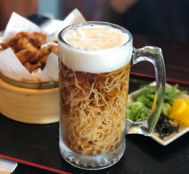 A Japanese Restaurant In Canada Is Serving 'Beer Ramen' (4 pics)
