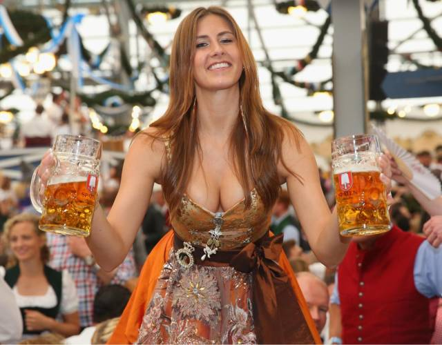 Hot Girls And Beer (35 pics)
