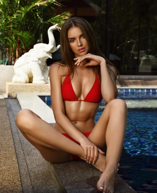 Girls In Red Swimsuits (28 pics)