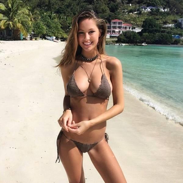 Girls In Bikini (56 pics)