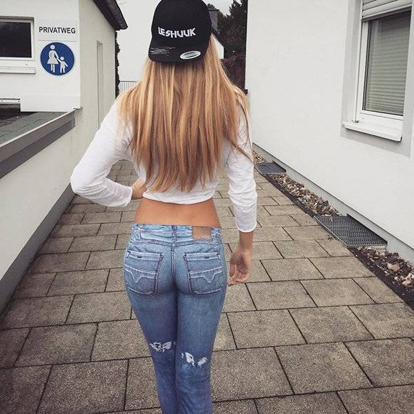 Very Tight Jeans (56 pics)