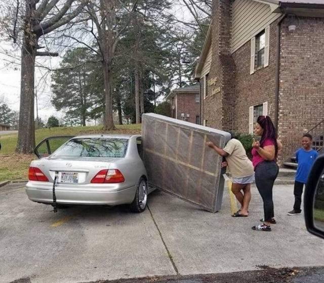 People Doing Strange Things (44 pics)
