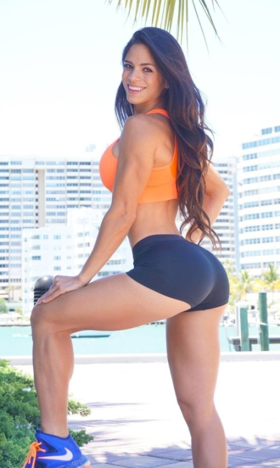 Girls In Workout Shorts (27 pics)