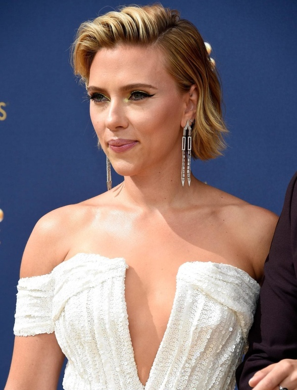 Scarlett johanson busty