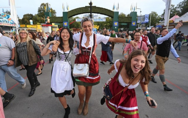 Photos From Oktoberfest (30 pics)