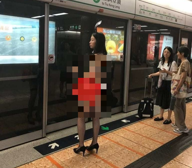 Nice Outfit For A Subway Ride (7 pics)
