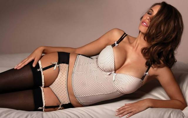Hot Girls In Very Hot Lingerie (28 pics)
