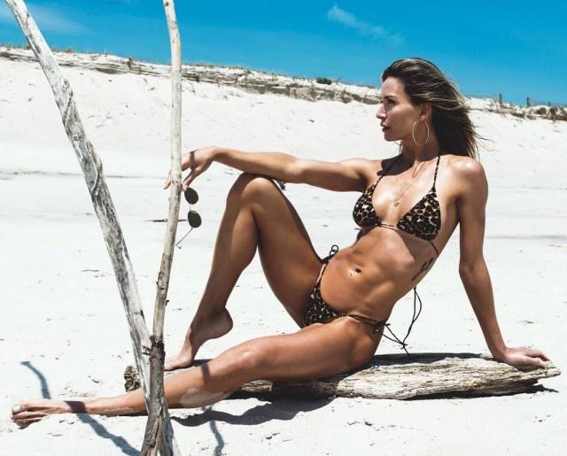 Cute Girls In Bikini (43 pics)