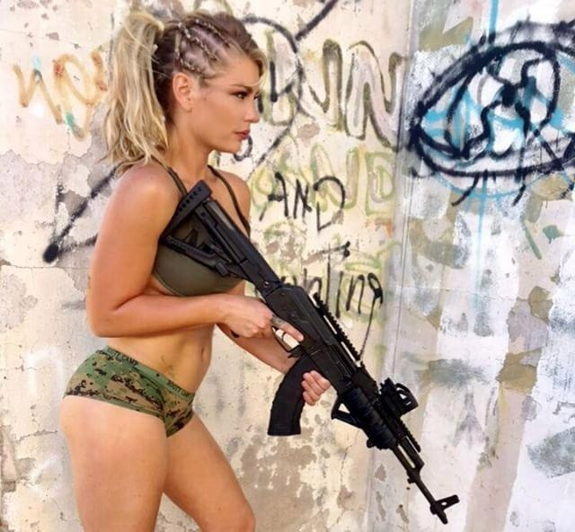World's Sexiest Marine Shannon Ihrke Strips off For Military Calendar (10 pics)