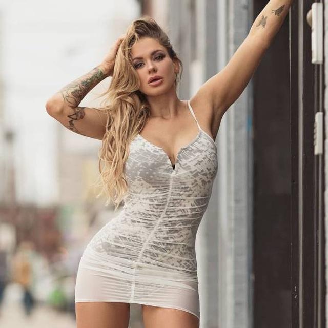 Girls In Tight Dresses (56 pics)