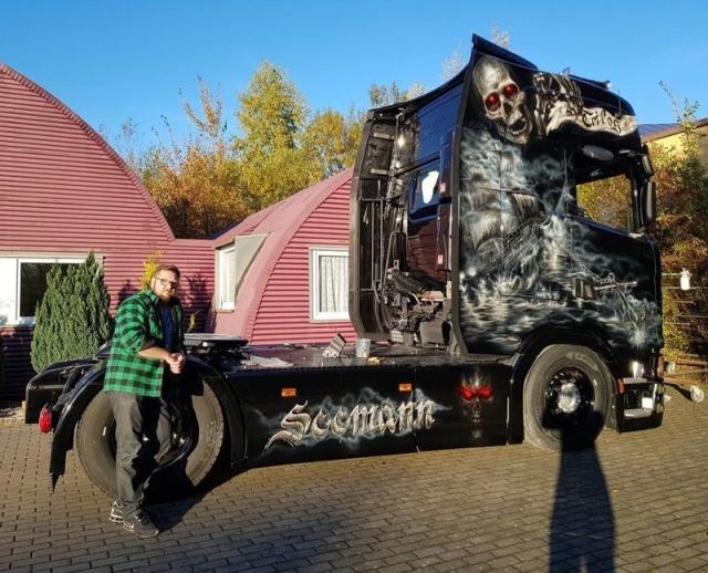 Airbrushing On Trucks (27 pics)