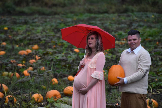 The Most Epic Maternity Photoshoot (23 pics)