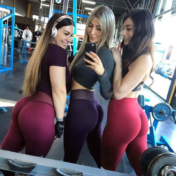 Girls In Yoga Pants (47 pics)