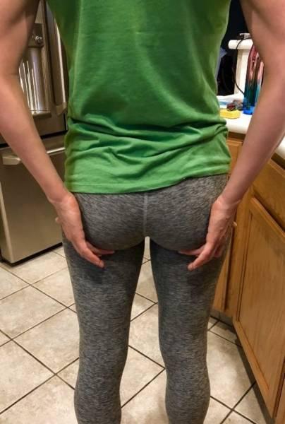 pics of girls in yoga shorts