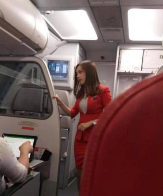 Very Pretty Chinese AirAsia Air Hostess (16 pics)