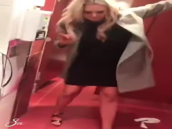 Drunk Girls In Bathroom